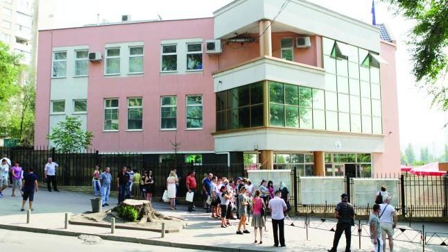 Consulatul României din Chișinău iși reia activitate.